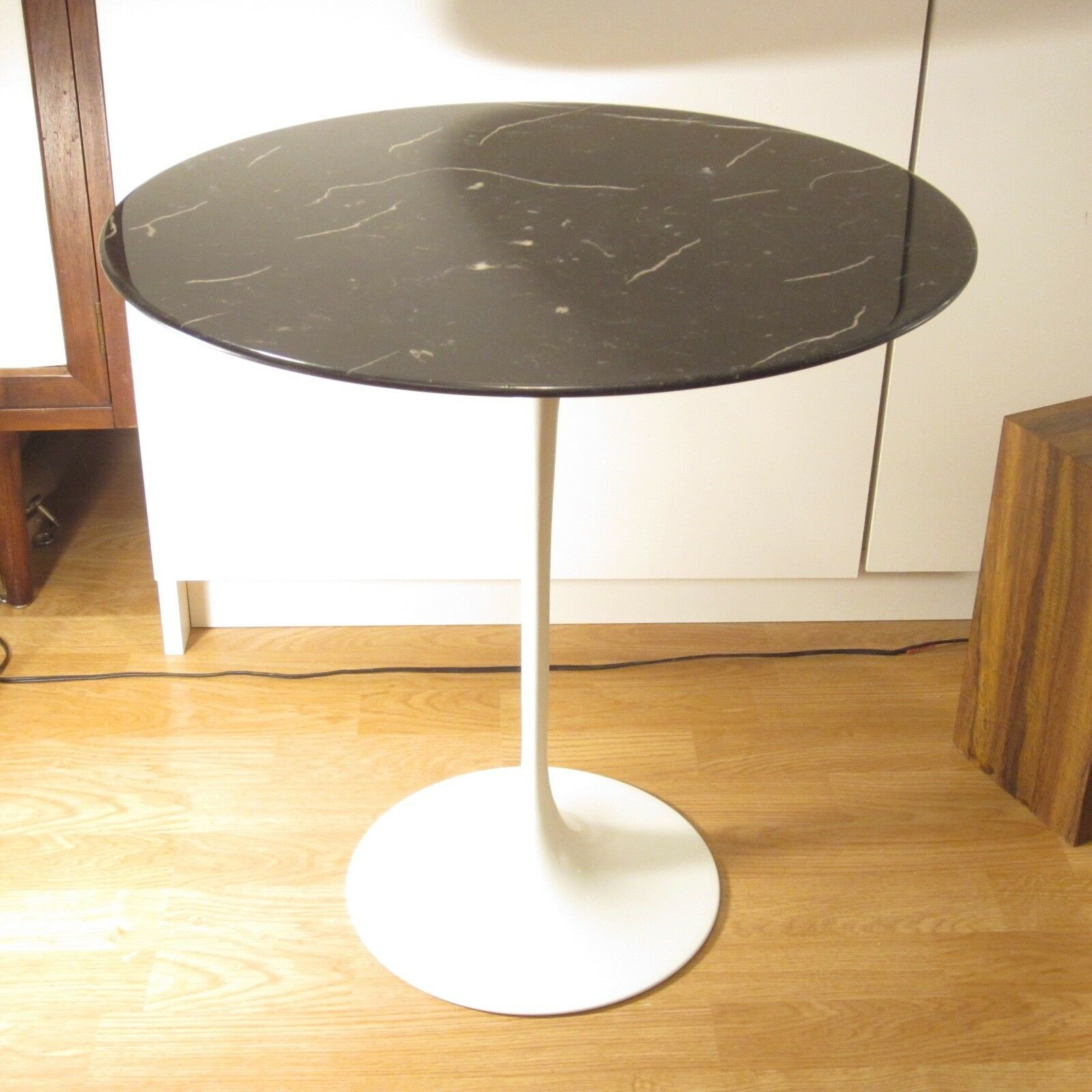 KNOLL TULIP Side Table With Black Marble Top Eero Saarinen - Black marble saarinen table