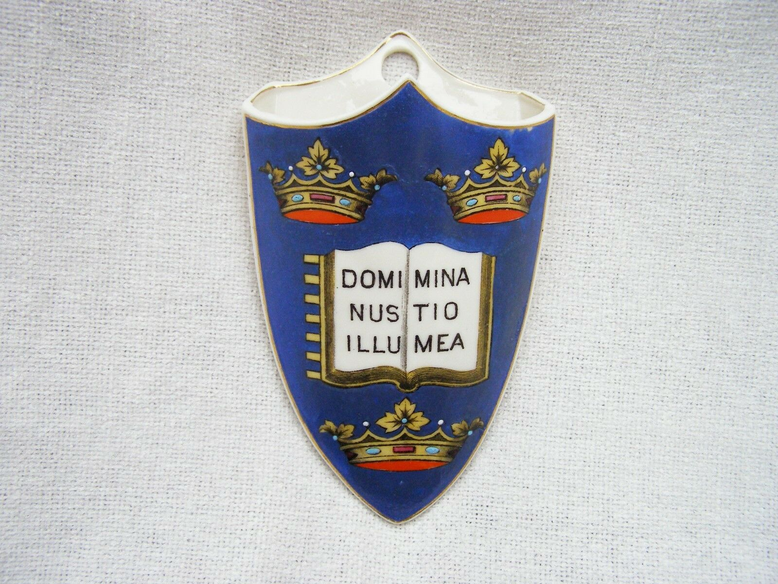 Oxford university crested china ceramic wall pocket vase with oxford university crested china ceramic wall pocket vase with latin motto reviewsmspy