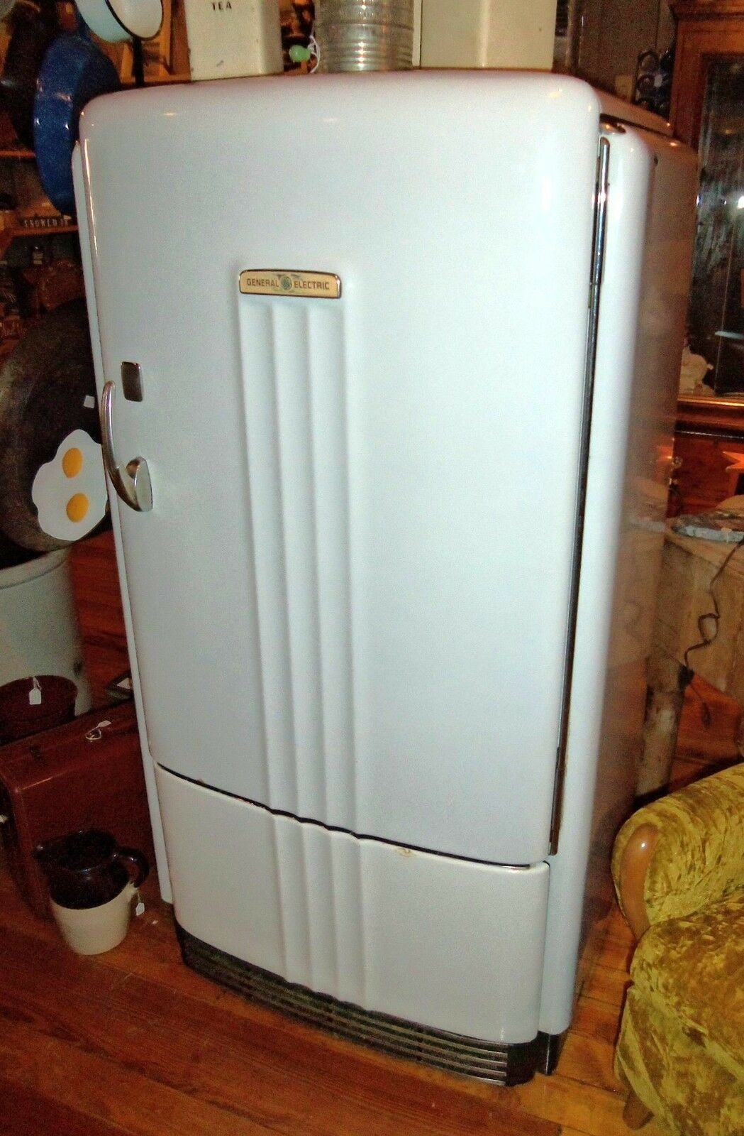 Vintage 1940's General Electric GE Refrigerator PB8-39-A