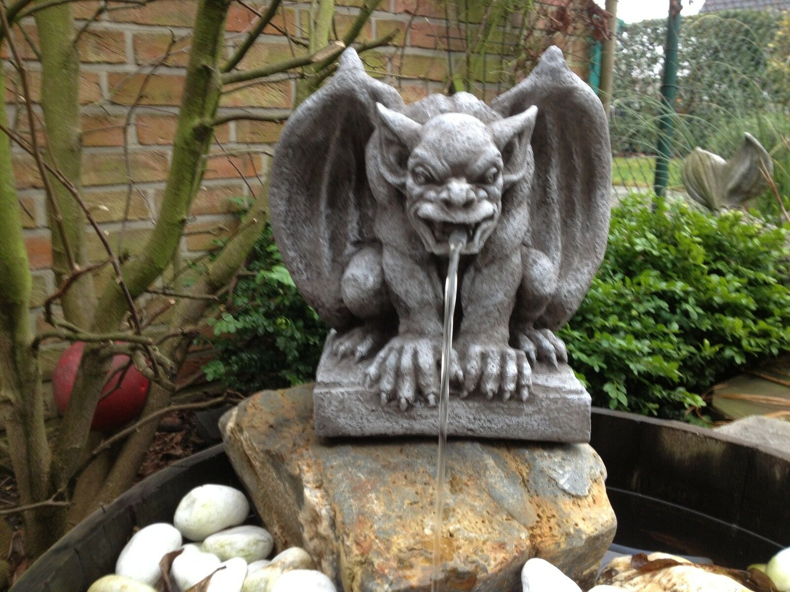 wasserspeier steinfigur gargoyle garten deko teich fantasiefigur gartenfigur eur 68 00. Black Bedroom Furniture Sets. Home Design Ideas