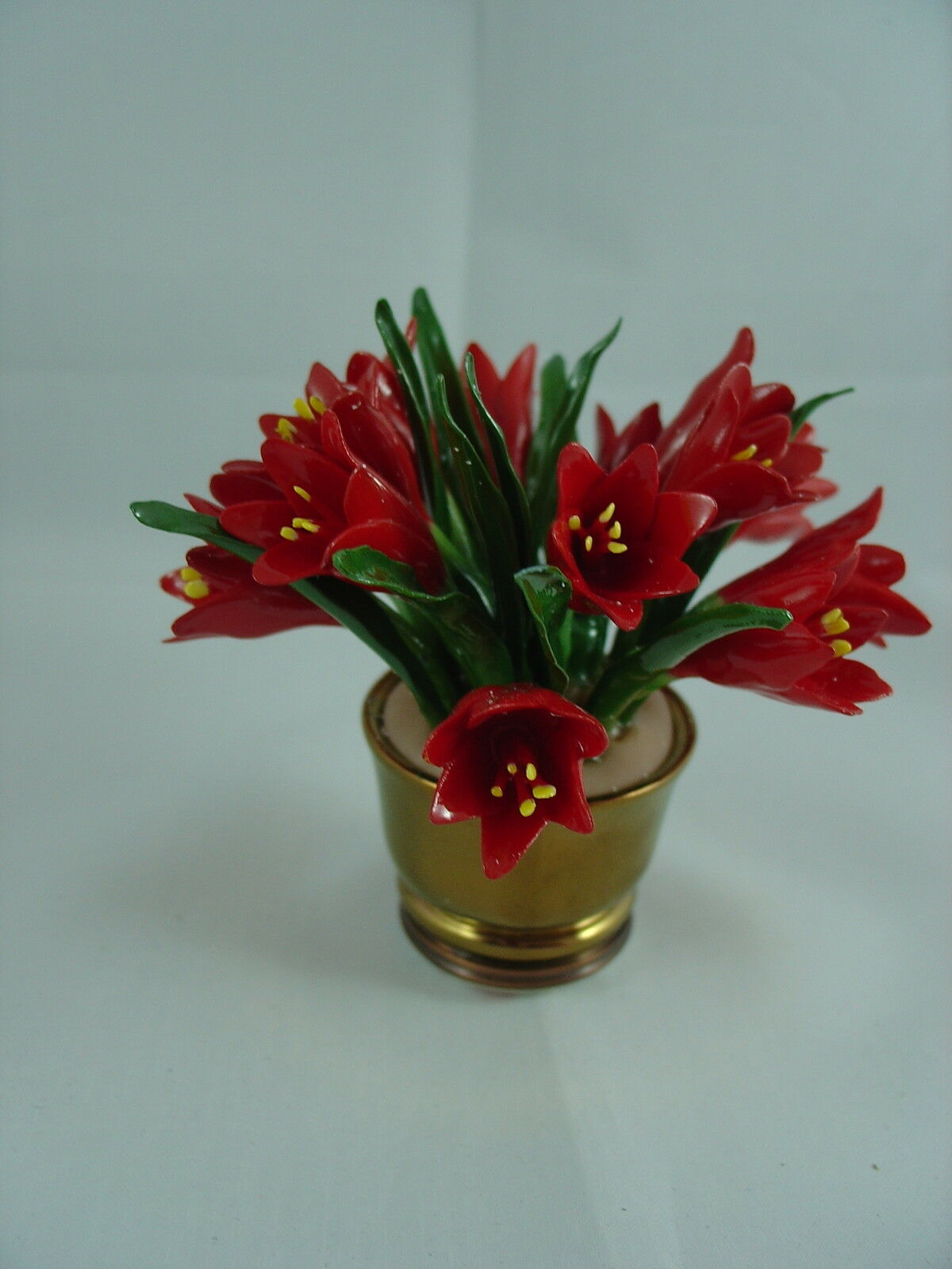 Halcyon days enamels flower vase screw lid box for Vase amaryllis