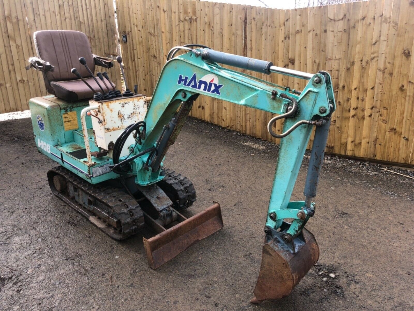 Hanix H08 0.8 Mini Micro Digger Excavator Mini Look Look 1 of 8 See More