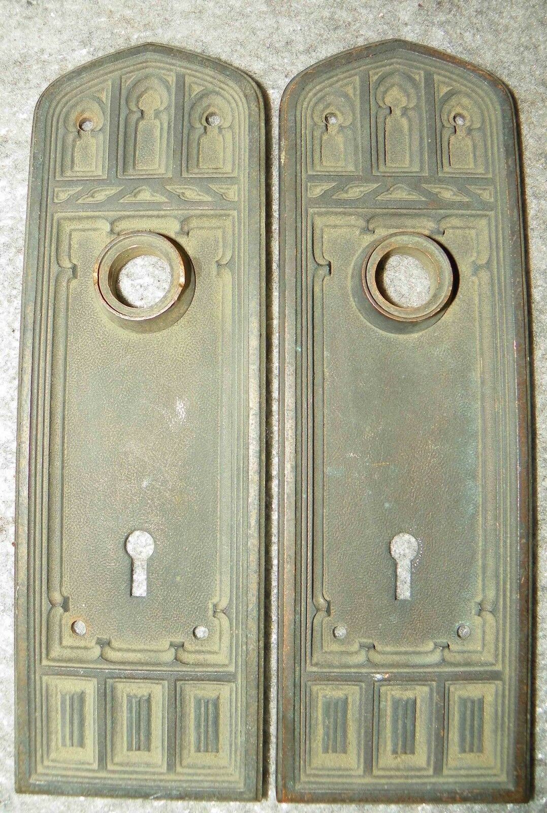 Pr Gothic Bronze Back Plates With Arched Motif 4810K