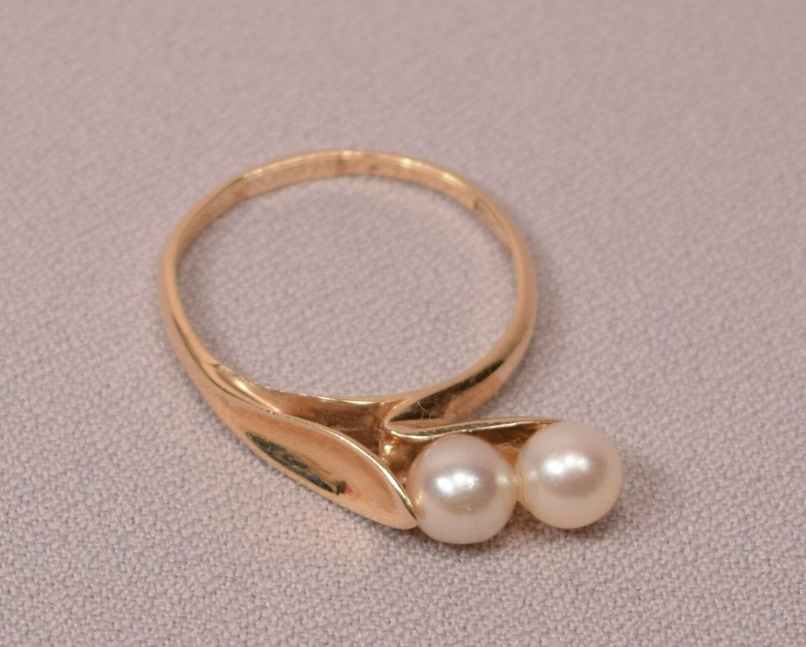 marked 14k gold with makers marks gold ring with two
