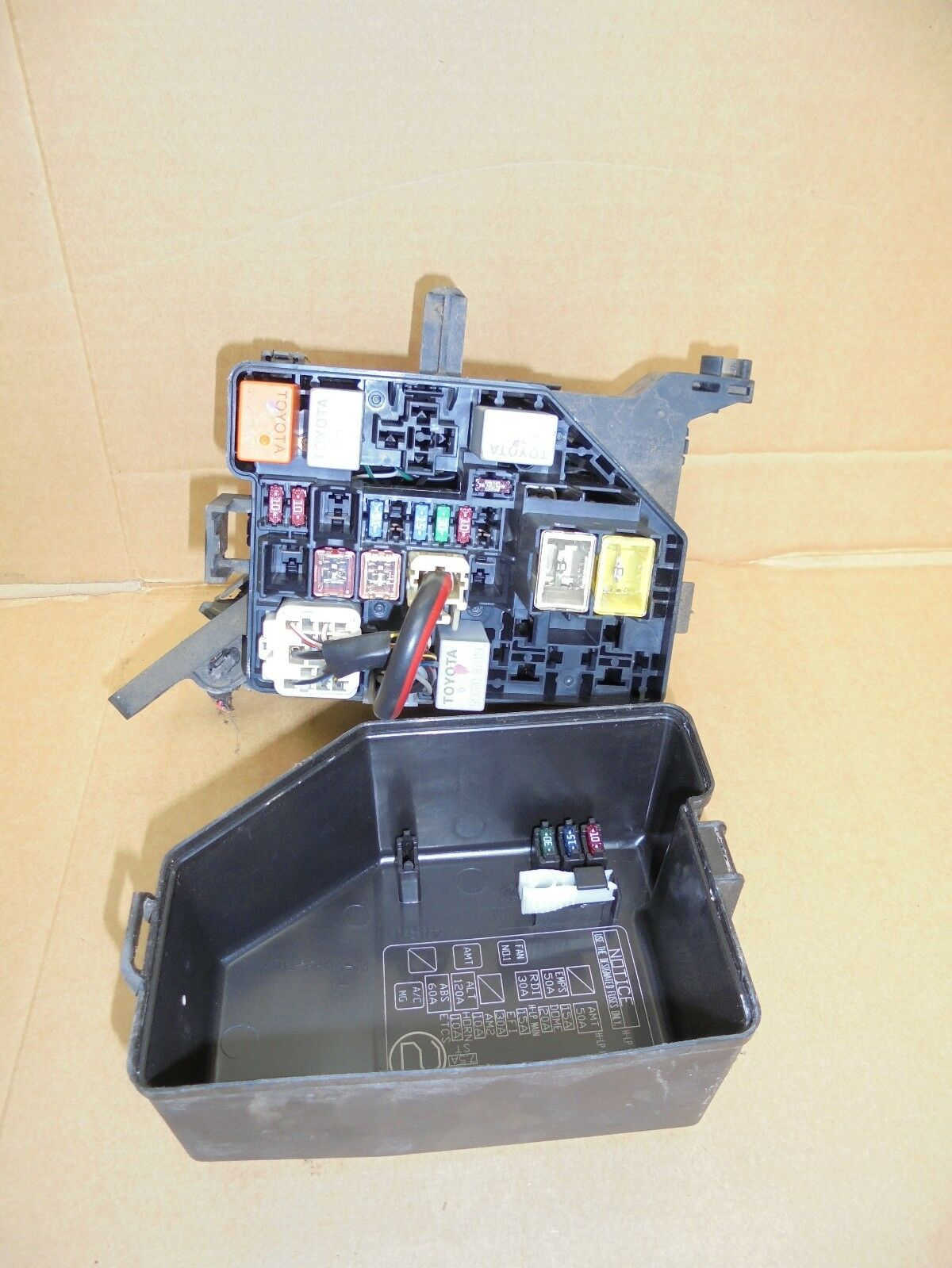 Toyota Yaris 2004 10 Vvti External Engine Bay Fuse Box 2950 1 Of 1only Available