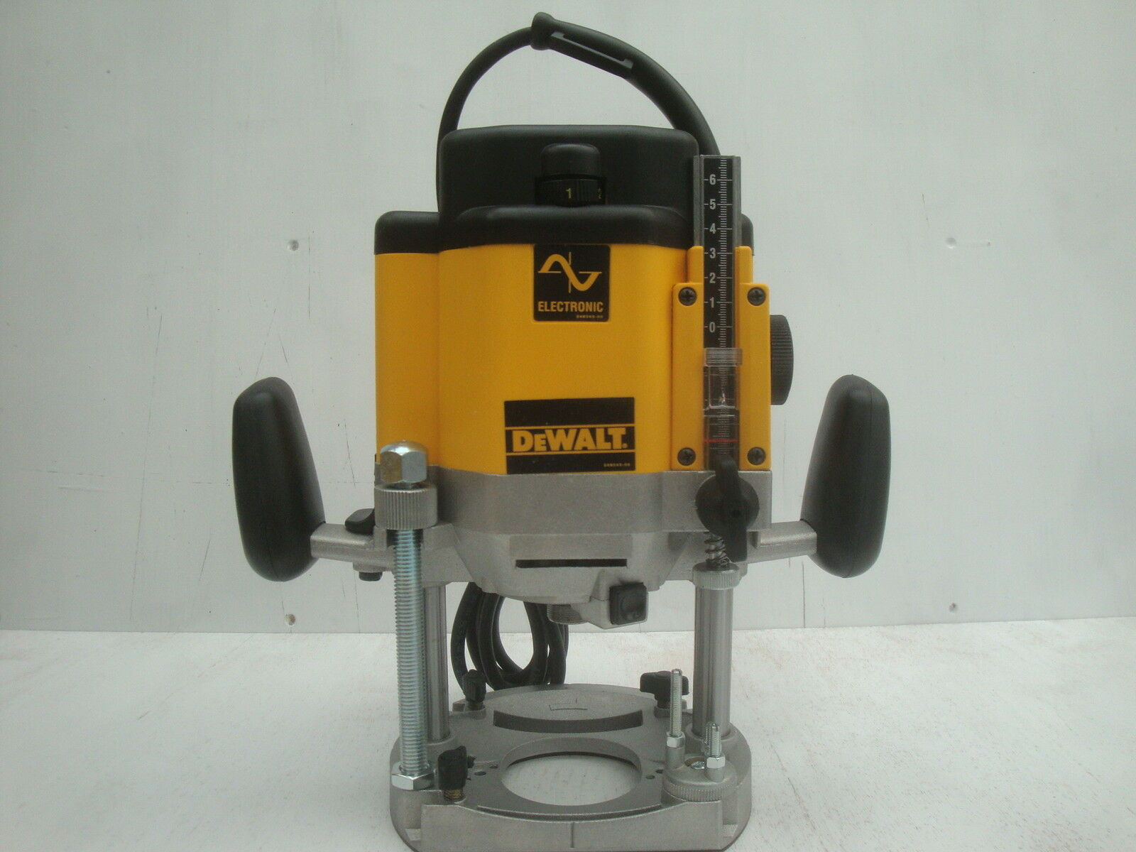 Offer brand new dewalt dw625 dw625e plunge router 240v router only 1 of 2 see more greentooth Image collections