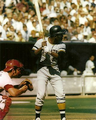 ROBERTO CLEMENTE/J.BENCH GAME 3 VS REDS NLCS 10/5/70 BATTING COLOR 8X10 CLASSIC
