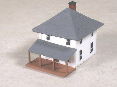 Z Scale Two Story White House with Porch