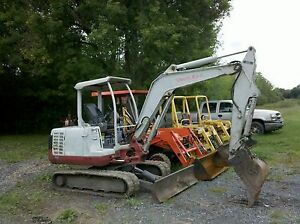 2004-TAKEUCHI-TB135-MINI-EXCAVATOR-DOZER-BACKHOE-W-HYDRAULIC-THUMB