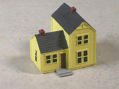 Z Scale Yellow Two Story Farm House