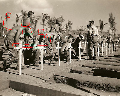 WWII PHOTO 8X10 LEYTE PHILIPPINES US CEMETERY SOLDIERS BURY FALLEN SOLDIERS