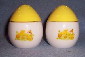 Vintage-Easter-Egg-Daisy-SALT-n-PEPPER-shakers-glass-floral-butterfly-sunflower