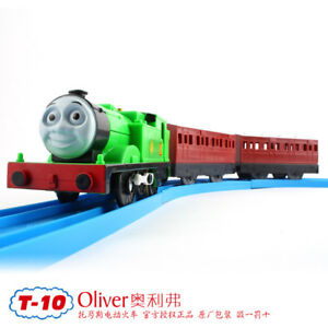TOMY-TRACKMASTER-THOMAS-039-S-FRIEND-034-OLIVER-034-WITH-2-TRUCKS