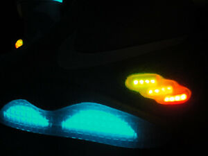 Limited-Edition-2011-NIKE-MAG-McFly-Sz-9-Back-To-The-Future-1500-Pairs