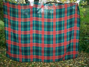 Vtg-1960s-Bold-Green-Red-TARTAN-PLAID-CHRISTMAS-WINTER-TABLECLOTH-Acrylic-Knit