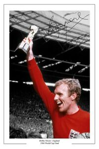 BOBBY-MOORE-ENGLAND-WORLD-CUP-1966-SIGNED-AUTOGRAPH-PHOTO-PRINT