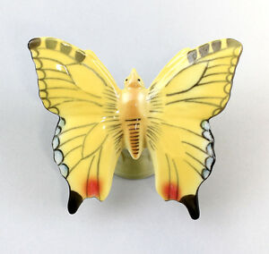 9942325-Porcelain-Figurine-Yellow-Butterfly-Wagner-amp-Apel-7x6x4cm