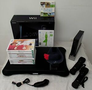 WII-CONSOLE-IN-BLACK-WII-FIT-BOARD-GAMES-A-FREE-YEARS-WARRANTY