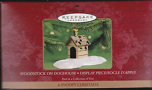 2000-Hallmark-A-Snoopy-Christmas-Collection-Display-and-Peanuts-Ornaments-Dated