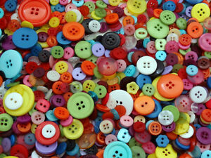 MIXED-BUTTONS-ASSORTED-BUTTONS-ARTS-amp-CRAFTS-BAG-MANY-COLOURS-TO-CHOOSE-FREE-P-amp-P