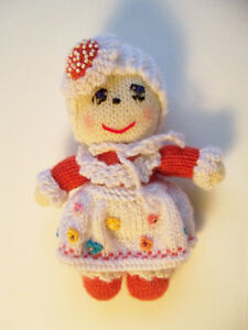 Small-Vintage-handmade-knitted-crocheted-Baby-Girl-doll-Very-sweet-OOAK