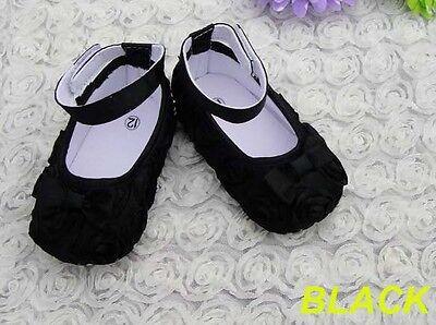Boutique Bebé Negro Rosas crib/pram Zapatos también vincha haciendo juego en la tienda