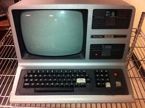 Vintage-RadioShack-TRS-80-Model-III-3-Microcomputer