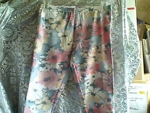 NWOT-HUE-STRETCHY-FLORAL-PEDAL-PUSHERS-LEGGINGS-CAPRI-LENGTH-SMALL-PINK-GREEN