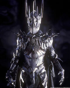 Lord-of-the-Rings-1-1-Scale-Helm-of-Sauron-by-United-Cutlery