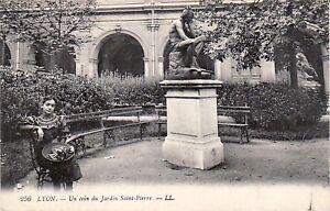 69-cpa-LYON-Un-coin-du-Jardin-St-Pierre