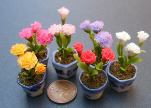 1-12-Bunch-Of-3-Carnations-In-A-Pot-Dolls-House-Miniature-Flower-Accessory