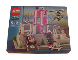 NEW Lego Town City 7892 HOSPITAL MISB Free USA Shipping