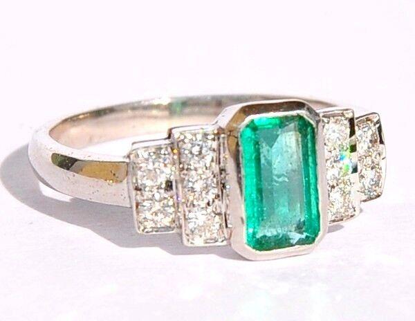 BEAUTIFUL 18KT WHITE GOLD AAA EMERALD DIAMOND RING