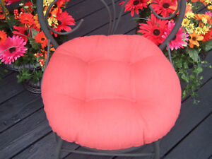 OUTDOOR-ROUND-BISTRO-16-034-CHAIR-CUSHION-9-SOLID-COLORS