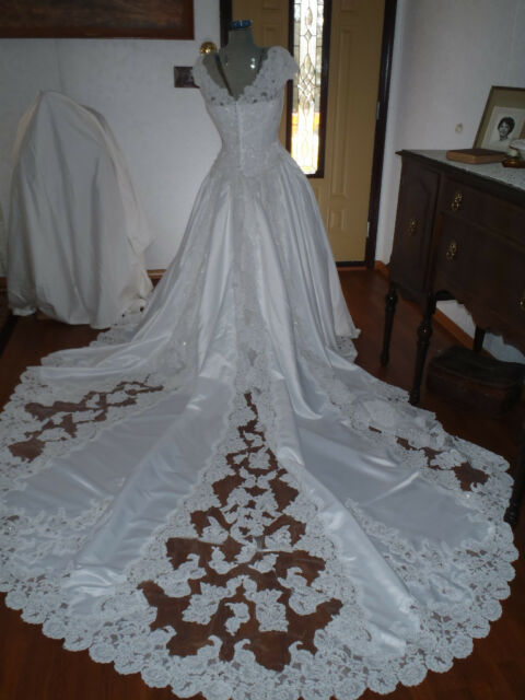 Sz 12 Alfred Angelo formal white bridal  gown w/ train