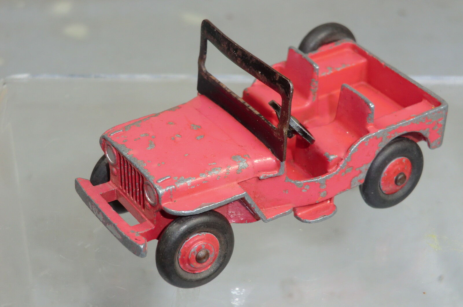 DINKY TOYS MODEL No. 25Y  No. 405 UNIVERSAL  JEEP      RED  VERSION