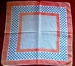 Huebsches-Tuch-50x50-cm-im-Krawattenmuster-lachsrot-hellblau-creme-TOP