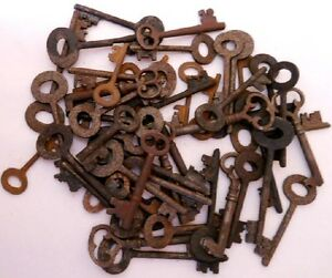 1800-039-s-vintage-old-rusty-keys-50-pc-lot-220750