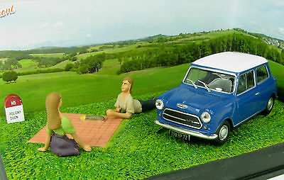 wonderful modelcar-diorama  AUSTIN MINI  - b l u e / w h i t e - scale 1/43 -
