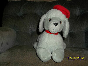 1987 VINTAGE LAYING DAKIN GREY GRAY POODLE PUPPY DOG WITH RED BERET HAT PLUSH