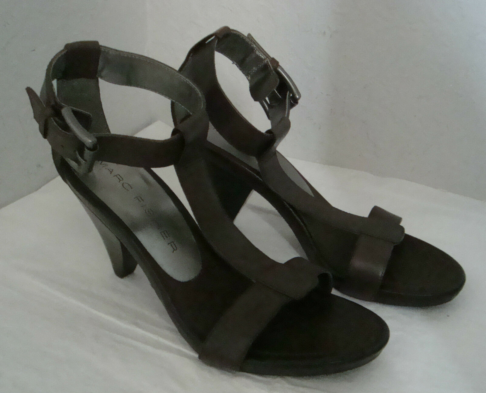 NEU Marc Fisher Damenschuhe Braun Sandales 7.5 Medium