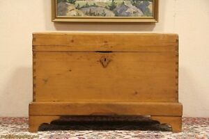 Country-Pine-Dovetailed-amp-Pegged-Trunk-Chest-or-Coffee-Table
