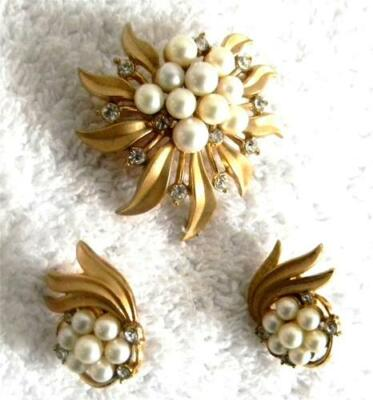 Trifari  brooch and earrings set with gold metal and pearl stones - FREE SHIP
