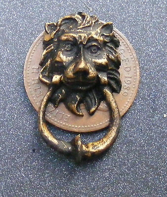 1:12 Scale Dolls House Miniature Antiqued Resin Lion Head Door Knocker Accessory