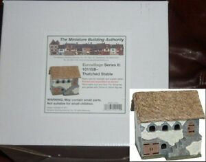 Miniature-Building-Authority-10115B-Thatched-Roof-Stable-Eurovillage-Terrain-NIB