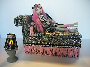 Monster-High-Doll-Rochelle-Goyle-CHAISE-Bed-Furniture-Table-Lamp-Works