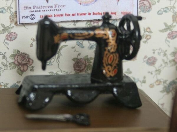 1/12  Miniatures   Black Sewing Machine   SA02
