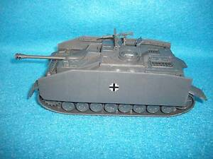 Classic Toy Soldiers NEW WWII German Stug tank with side armor,for use with 1/32
