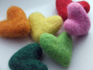 5-x-handmade-sculpted-felt-HEARTS-35mm-for-sewing-crafts