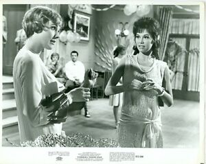 MARY-TYLER-MOORE-JULIE-ANDREWS-MODERN-MILLIE-ORIG-PHOTO